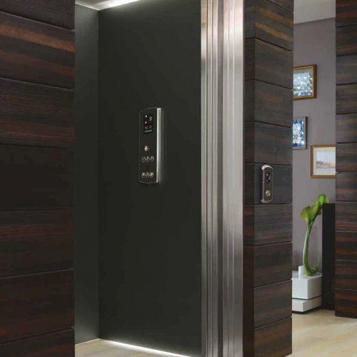 Acabados en madera ascensor exclusivo